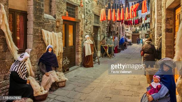 christmas in gubbio, italy - gubbio stock pictures, royalty-free photos & images