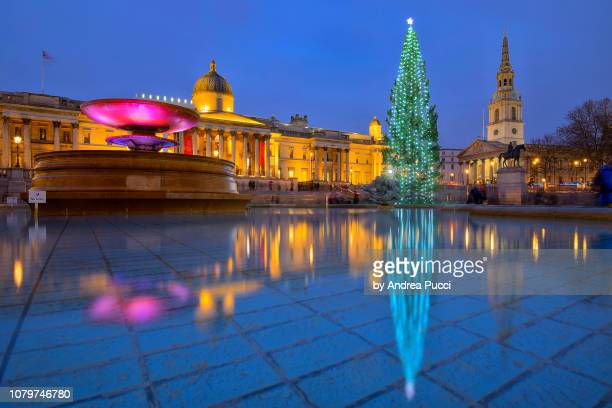christmas in london, trafalgar square, united kingdom - national gallery london stock pictures, royalty-free photos & images