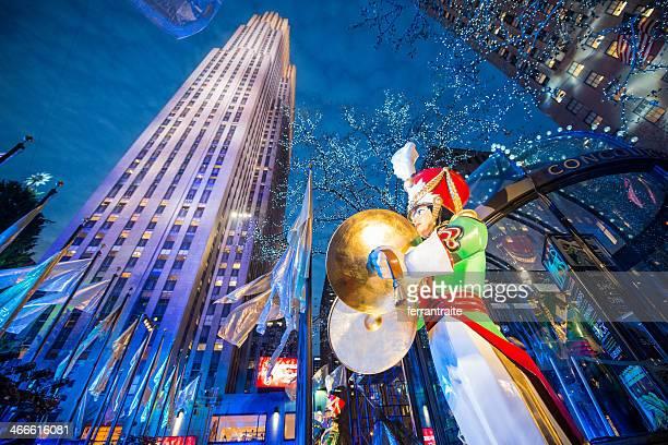 weihnachten in new york im rockefeller center - new york weihnachten stock-fotos und bilder
