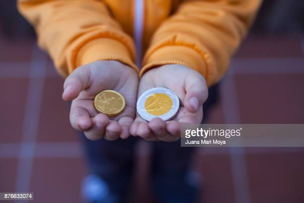 christmas in spain. chocolate coins. - christmas cash stock pictures, royalty-free photos & images
