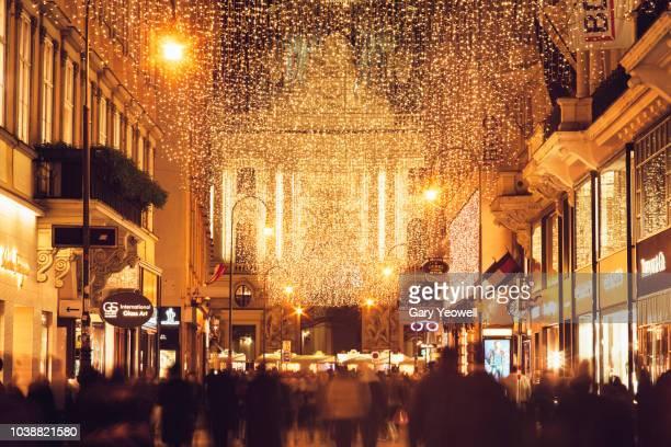 christmas in vienna - cittadina foto e immagini stock