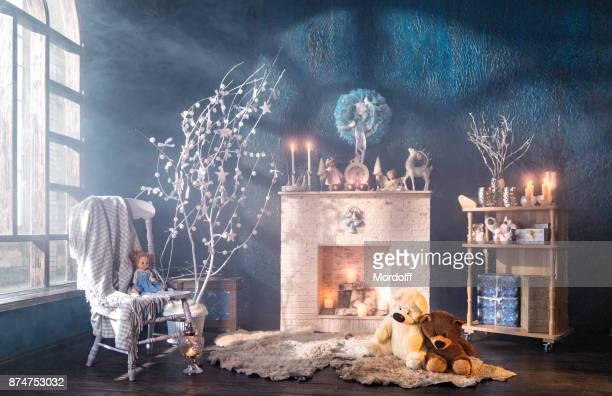 weihnachten-innenraum des loft-zimmer - wohngebäude innenansicht stock-fotos und bilder