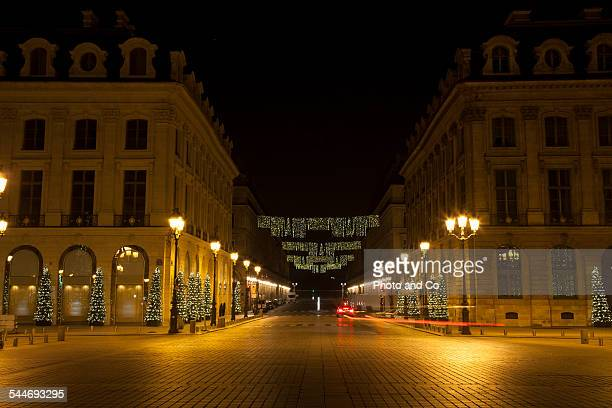 christmas light in the street - rue photos et images de collection
