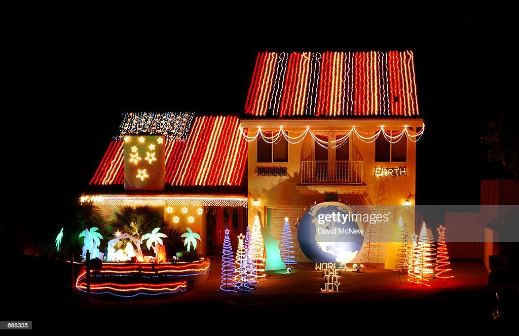christmas lights are set up to look like the american flag on the roof of the