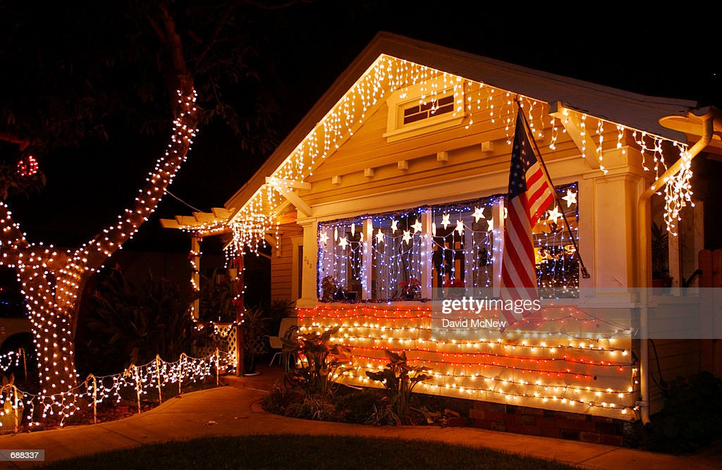 christmas lights are set up to look like the stars and stripes of the american flag