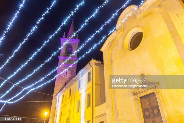 christmas lights at the church of varenna, como lake, lombardy, italy, europe. - italia stockfoto's en -beelden