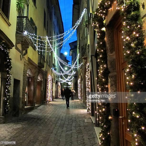 christmas lights in bergamo, italy - bergamo fotografías e imágenes de stock