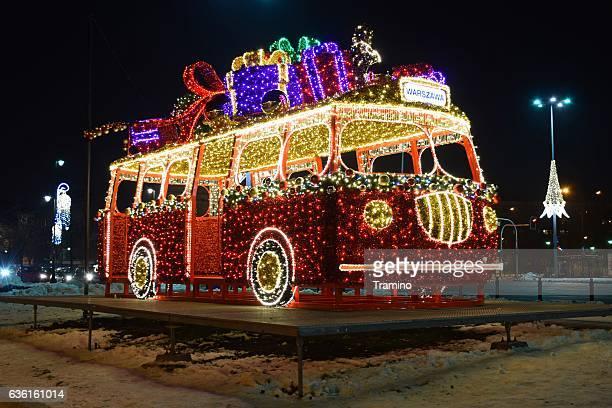 christmas lights on the classic bus model - pere noel voiture photos et images de collection