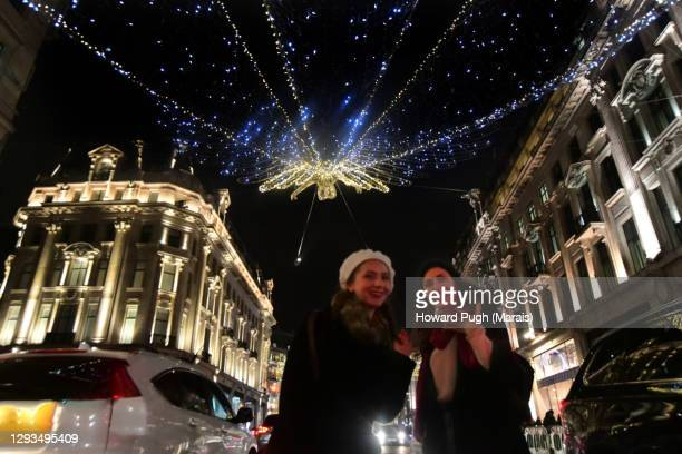 christmas lights regents street - howard pugh stock pictures, royalty-free photos & images