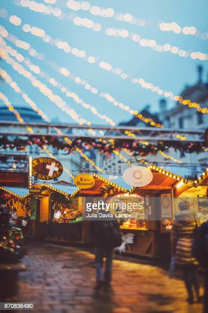 christmas market am hof, vienna. - julia scharf stock-fotos und bilder