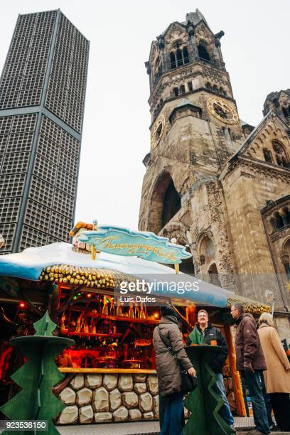 christmas market and kaiser wilhelm memorial church - dafos stock photos and pictures