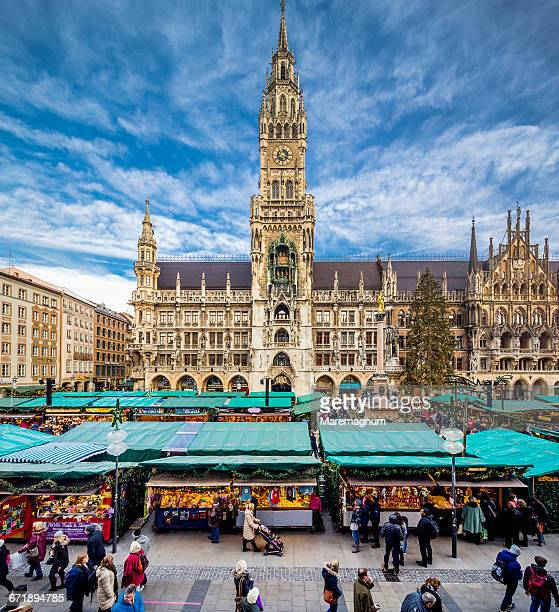 Christmas market and Neues Rathaus (New Town Hall)