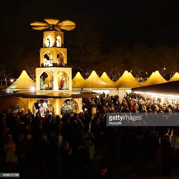 christmas market at charlottenburg palace - charlottenburg palace stock pictures, royalty-free photos & images