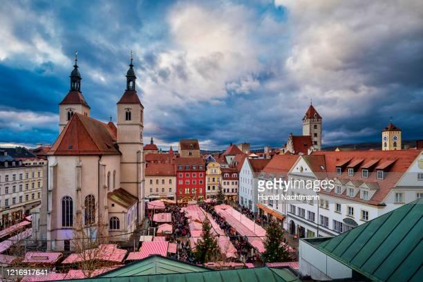 christmas market at market square, regensburg, bavaria, germany - regensburg stock pictures, royalty-free photos & images