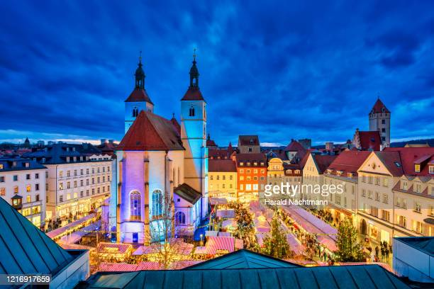 christmas market at market square, regensburg, bavaria, germany - german culture stock pictures, royalty-free photos & images