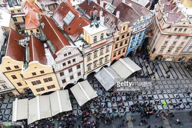 上から旧市街、プラハ、チェコ共和国でのクリスマス マーケット - プラハ 旧市街広場 ストックフォトと画像
