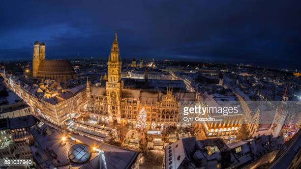 christmas market at the marienplatz in munich - marienplatz stock pictures, royalty-free photos & images
