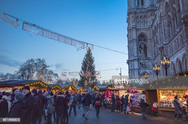 christmas market at the wiener christkindlmarke, rathauspark, vienna, austria - vsojoy stockfoto's en -beelden