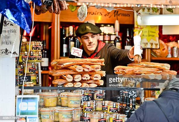 marché de noël.  sandwiches de foie gras - foie gras photos et images de collection