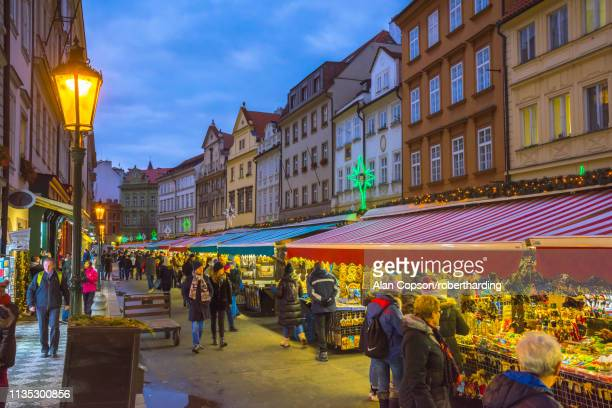 christmas market, havelska market place, stare mesto (old town), prague, czech republic, europe - alan copson stock pictures, royalty-free photos & images