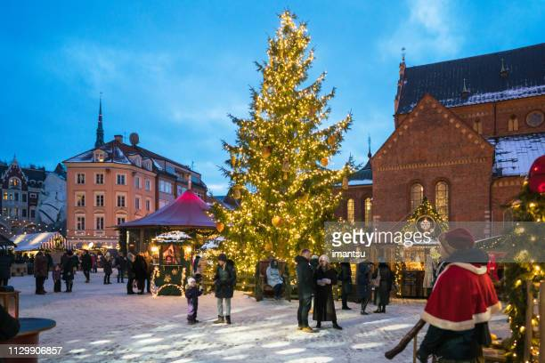 christmas market in doma square, riga, latvia - latvia stock pictures, royalty-free photos & images