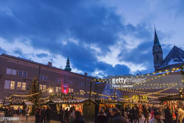christmas market in domplatz, salzburg - domplatz salzburg stock pictures, royalty-free photos & images