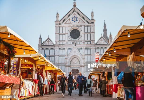 christmas market in florence at piazza santa croce - firenze foto e immagini stock