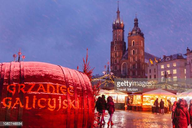 christmas market in krakow, poland - malopolskie province stock pictures, royalty-free photos & images