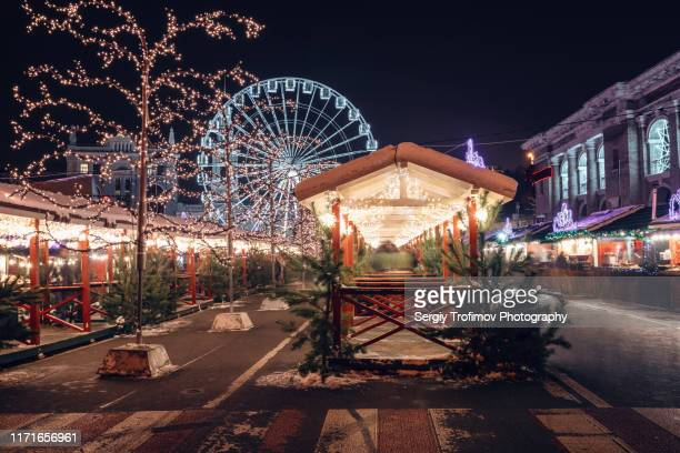 christmas market in night kyiv - ukraine stock pictures, royalty-free photos & images