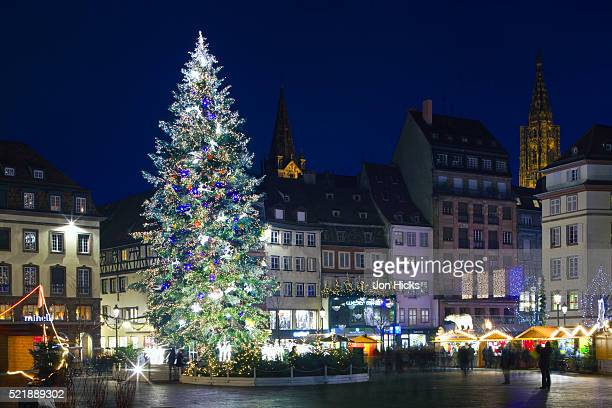 christmas market in place kleber - strasbourg stock pictures, royalty-free photos & images