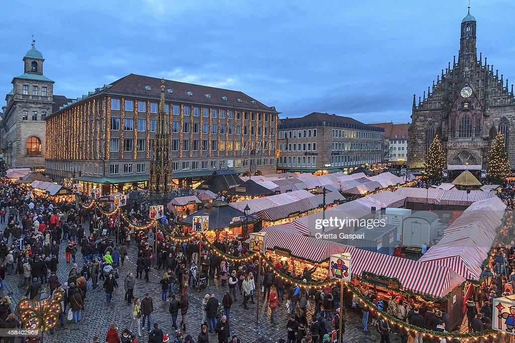 Weihnachtsmarkt in den Hauptplatz, Nürnberg : Stock-Foto