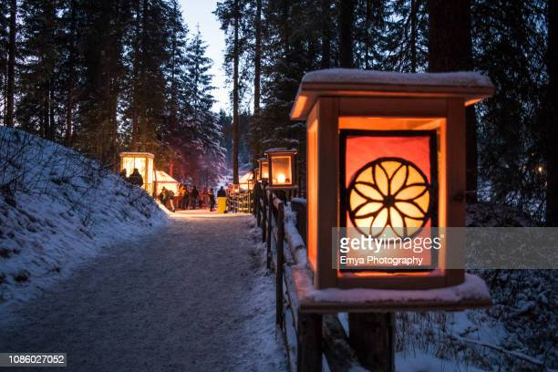 """christmas market """"magie natalizie"""" of lake carezza, south tyrol, italy - mere noel stock pictures, royalty-free photos & images"""