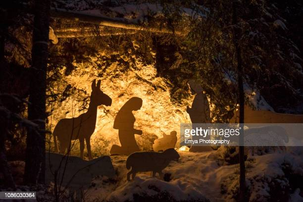 """christmas market """"magie natalizie"""" of lake carezza, south tyrol, italy - nativity scene stock pictures, royalty-free photos & images"""