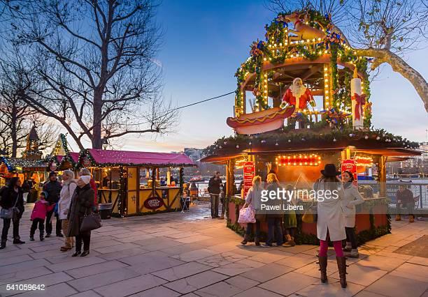christmas market on london's southbank - ロンドン サウスバンク ストックフォトと画像