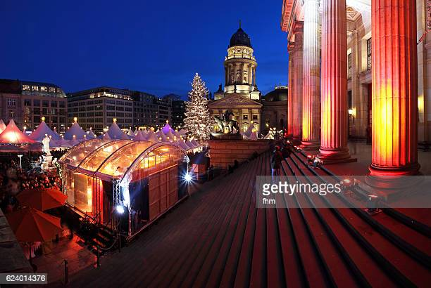 christmas market on the gendarmenmarkt (berlin, germany) - konzerthaus berlin stock pictures, royalty-free photos & images