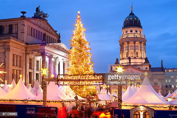 christmas market - gendarmenmarkt stock pictures, royalty-free photos & images