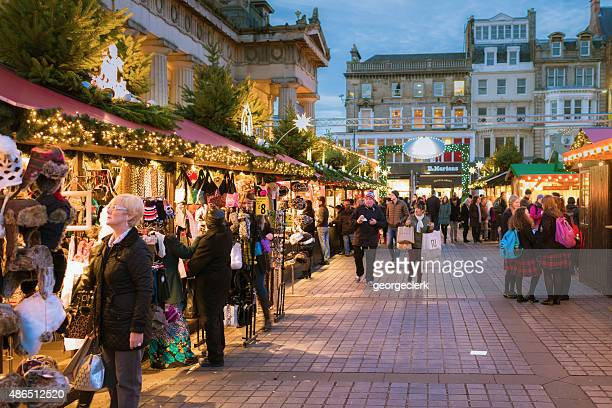 christmas markets in edinburgh, scotland - edinburgh scotland stock pictures, royalty-free photos & images