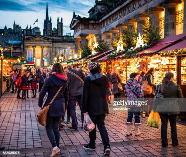 christmas markets in edinburgh, scotland - pop up store stock pictures, royalty-free photos & images