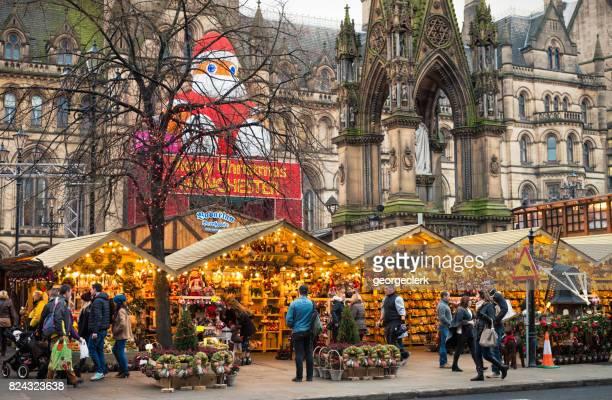 mercados de navidad en manchester, inglaterra - manchester england fotografías e imágenes de stock