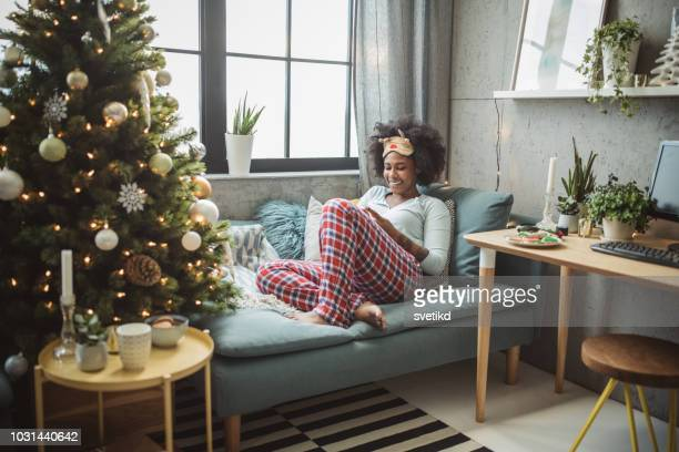 christmas morning at home - pajamas stock pictures, royalty-free photos & images