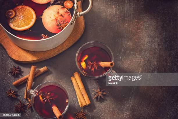 christmas mulled wine - country christmas stock pictures, royalty-free photos & images