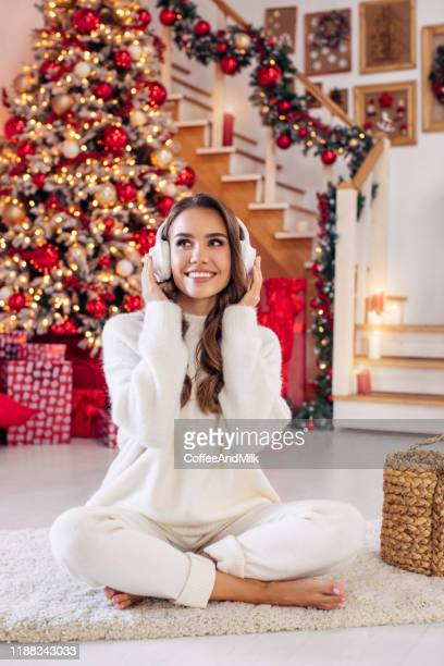 christmas music perfectly cheers up - christmas music stock pictures, royalty-free photos & images