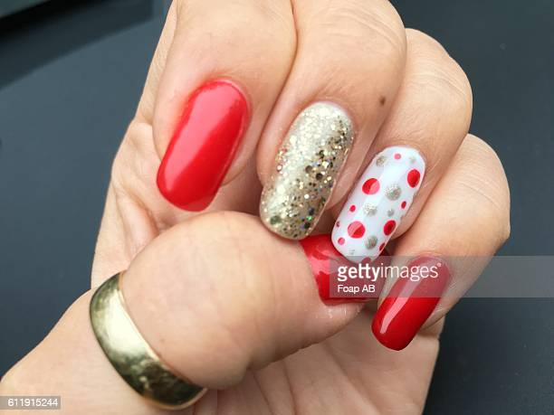 christmas nail art on fingernails - nail art stock pictures, royalty-free photos & images