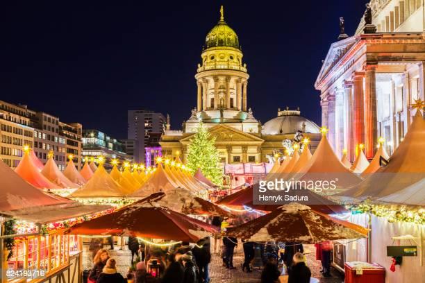christmas on gendarmenmarkt in berlin - konzerthaus berlin stock pictures, royalty-free photos & images