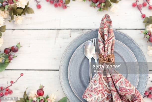 christmas or thanksgiving themed holiday place setting - thanksgiving plate of food stock pictures, royalty-free photos & images