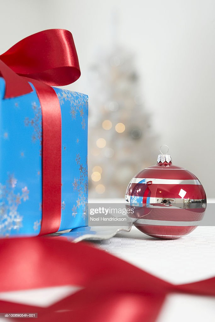 Christmas ornament and present : Stockfoto