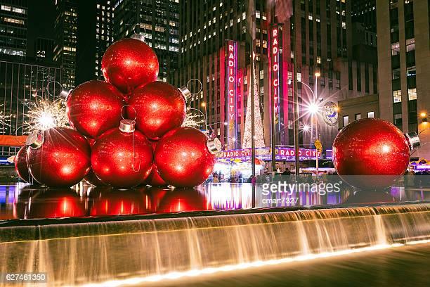 christbaumkugel bälle - new york weihnachten stock-fotos und bilder