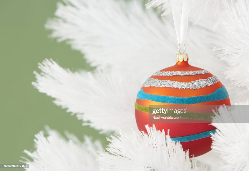 Christmas ornament hanging on tree : Stockfoto