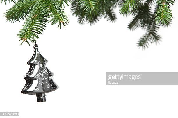 Boule de Noël avec arbre branche isolé sur blanc