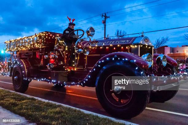 christmas parade - parade stock pictures, royalty-free photos & images
